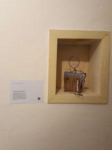 Ausstellung der Taschendamen. Taschendame Peace.